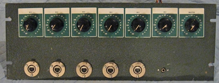 Image sur Altec 1561A Preamplifier package.